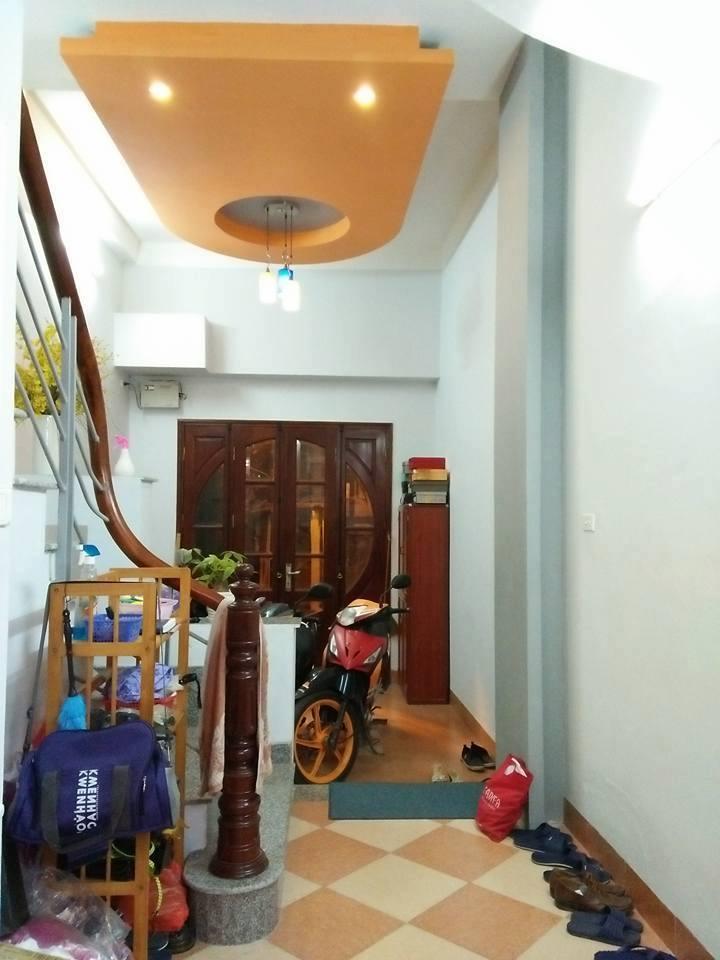 Bán nhà phố Hào Nam, Đống Đa. nhà 5 tầng giá 4 tỷ.