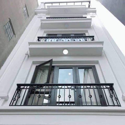 Bán nhà 5 tầng phố Giáp Nhất quận Đống Đa, Lô Góc 2 mặt thoáng, 3.4 tỷ. LH: 0967 296 859.