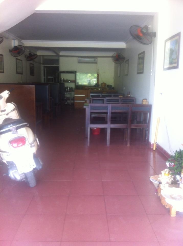 Cho thuê tầng 1 100m2 đường Nguyễn Tất Thành- Khai Quang –Vĩnh yên. Giá 5tr/tháng LH: 0986797222